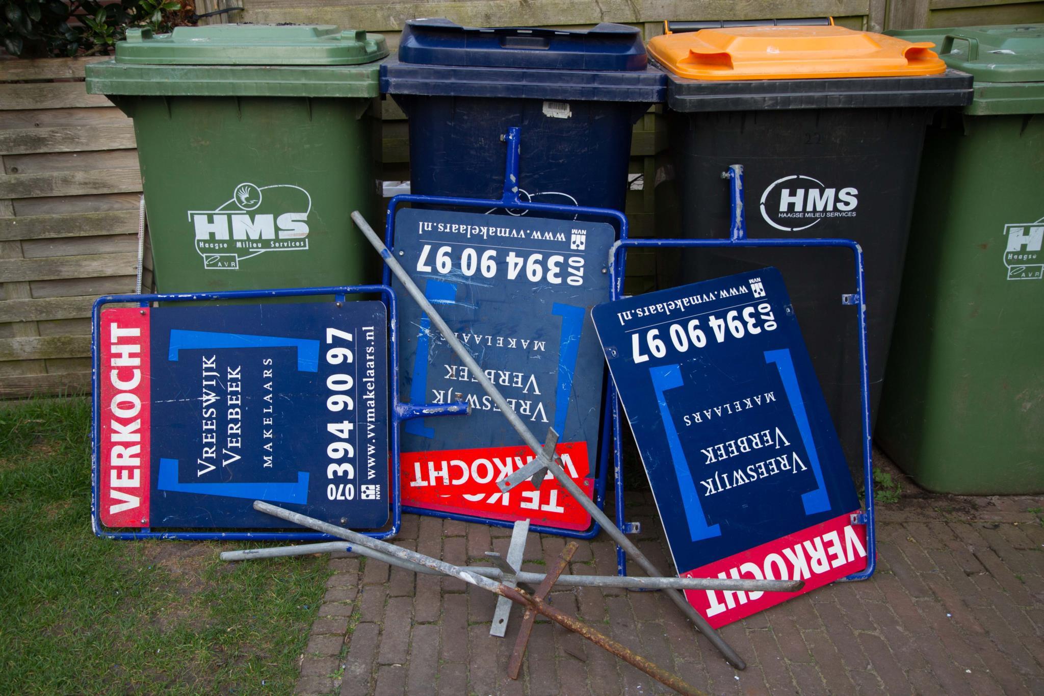 De oude verkoopborden kunnen bij het vuilnis. Tijd voor de nieuwe! Heb jij ze al gespot?